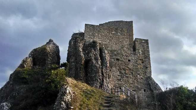 castello pietrarubbia 1